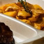 catering-oradea-Costita-cu-sos-Quatro-piper---Cartofi-parissieni